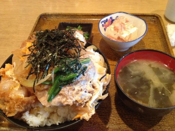 ドライブイン小柳のカツ丼(味噌汁・小鉢・お新香付き)