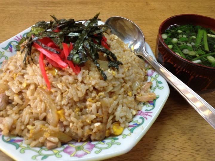 松楽食堂の炒飯(スープ付き)