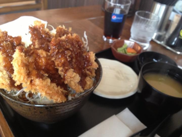 大福家のチキン・ソースかつ丼(味噌汁お新香、ドリンク付き)