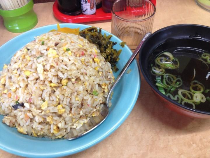 くいしん坊のチャーハン特盛り(高菜漬けとたくあん添え、スープ付き)