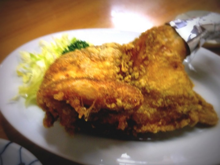 カレー味がたまらない、ひな鳥金子の半羽からあげ(千切りキャベツ・パセリ付き)