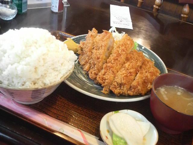 レストハウス道草のとんかつランチ(とんかつ、ご飯、味噌汁、漬け物)