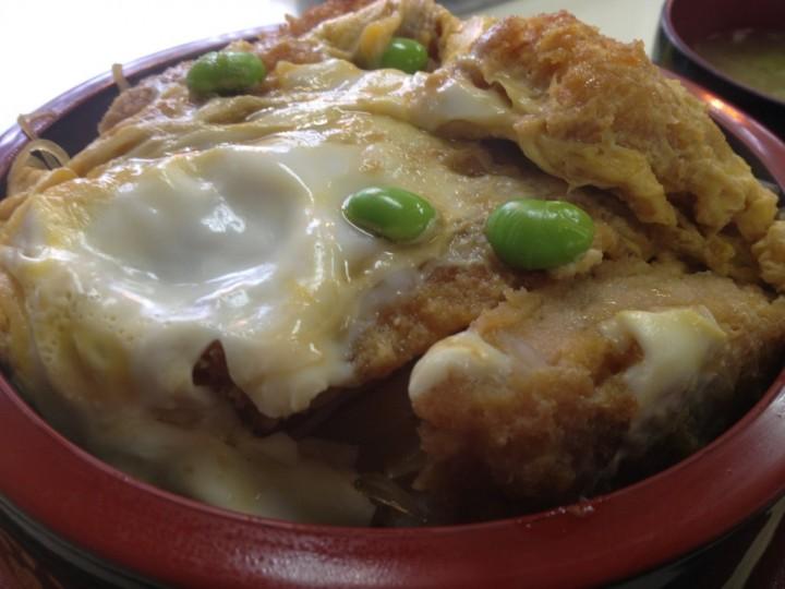 レストラン大三のカツ丼(飾りは枝豆が四つ)