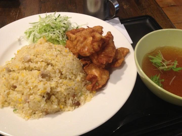 はりま屋の鳥唐チャーハン大盛り(キャベツとスープまたは味噌汁付き)
