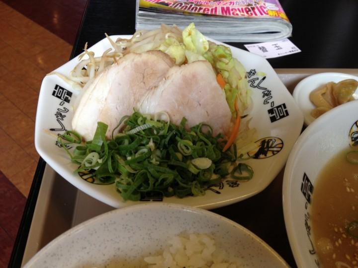きんしゃい亭のA定食・温野菜の皿(モヤシ・キャベツ・人参・チャーシュー・青ネギ)