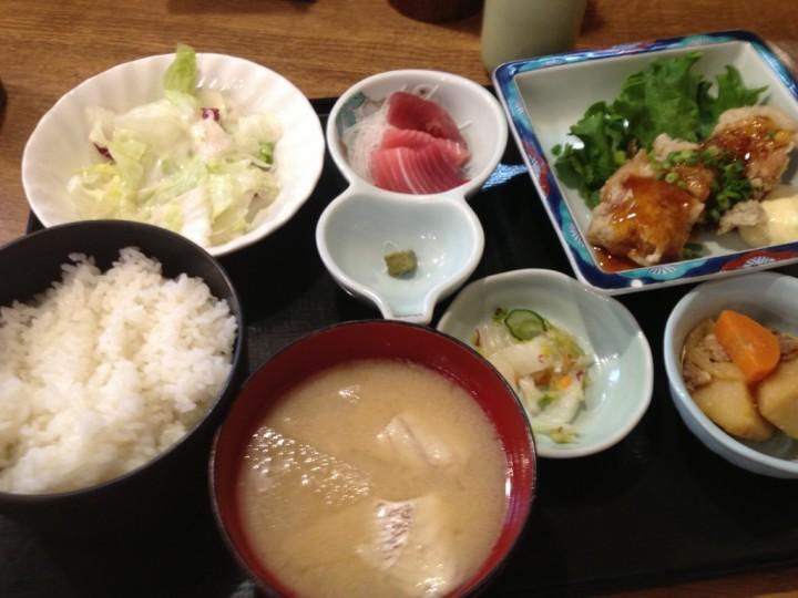 大庄水産の日替定食(チキン南蛮ミニ刺身付)