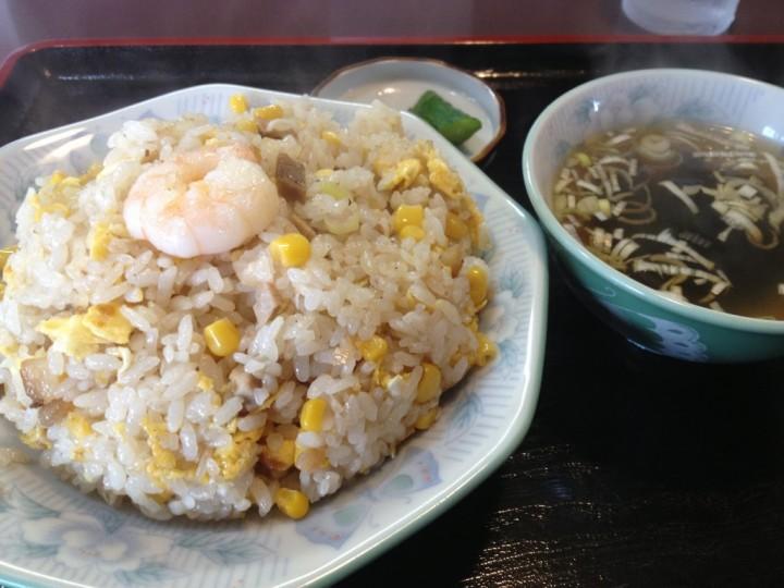 桂林の炒飯(スープ・お新香付き、飾りは小エビ)