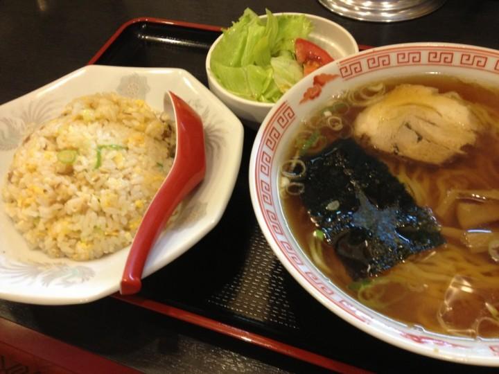 宝華食堂のラーメン+半チャーハンのセット(ミニサラダ付き)