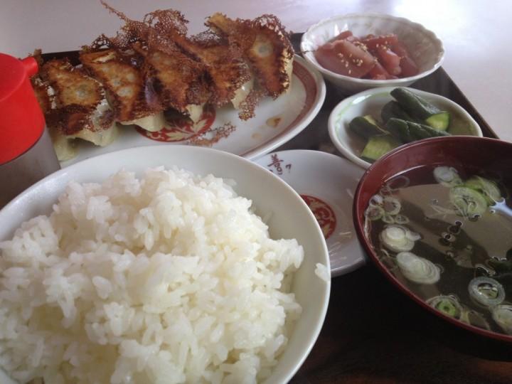 大善の餃子定食(餃子、ご飯、スープ、お新香、小鉢)
