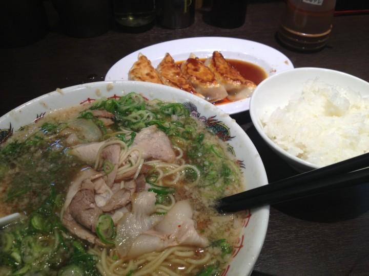 来来亭三条店の餃子定食(餃子、ライス、こってりラーメン)