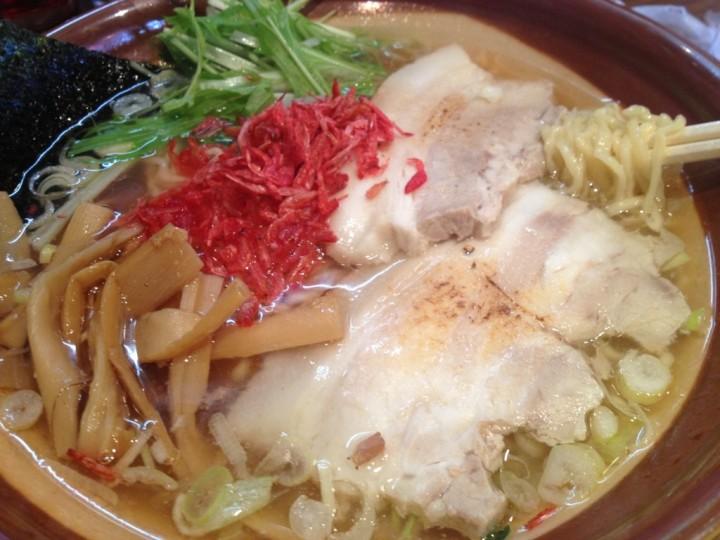 麺屋空の空麺(具はチャーシュー、桜エビ、水菜、メンマ、海苔)