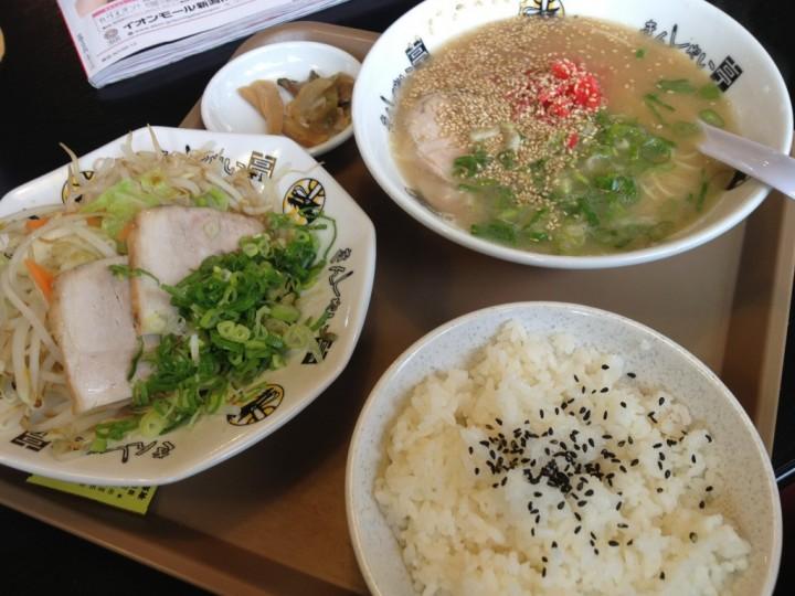 きんしゃい亭県央店のA定食(ラーメン、温野菜とチャーシュー、半ライス、ザーサイ)