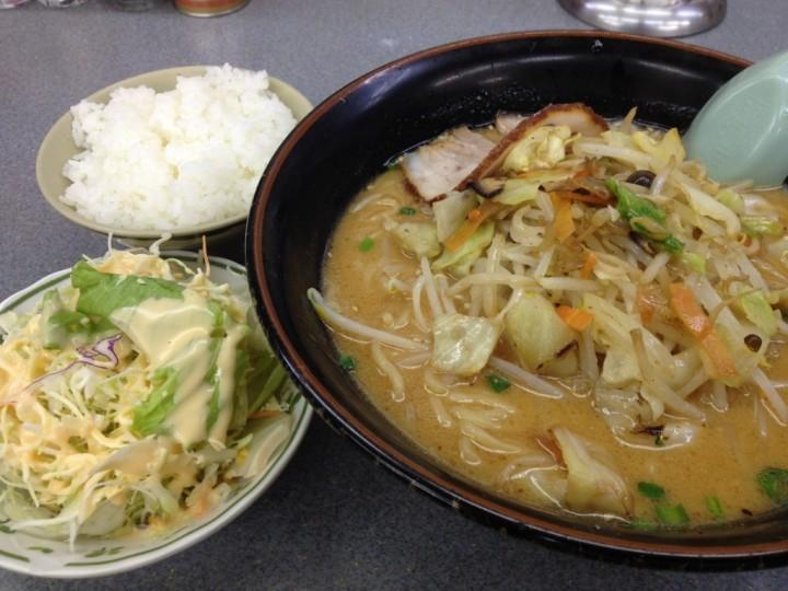 くるまやラーメン新潟巻店の味噌ラーメン(無料ライスと無料サラダ付き)
