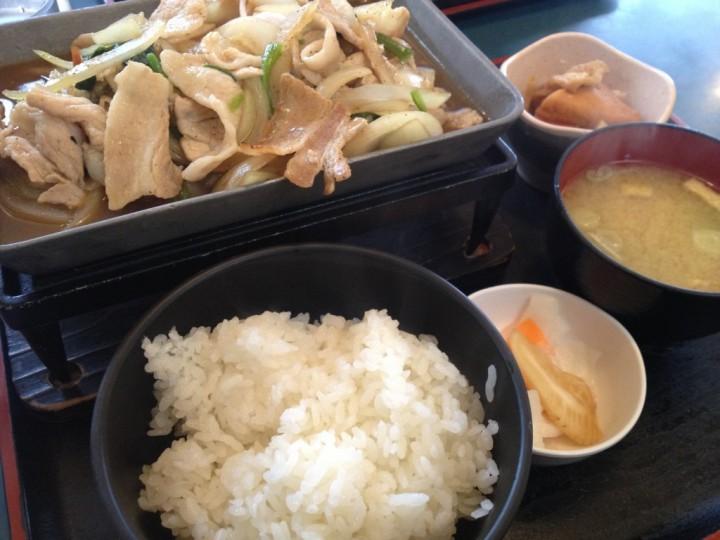味美屋小新店のトンバラ炒め定食( トンバラ炒め、ご飯、味噌汁、お新香、小鉢)