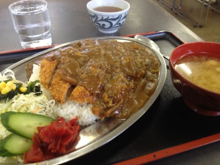 ハイランクのカツカレー大盛り(サラダ・福神漬け添え、味噌汁付き)