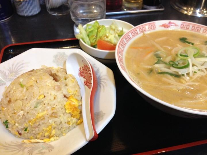 宝華のAセット(ミソラーメン、チャーハン、サラダ)