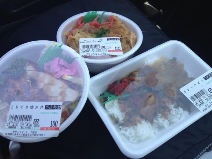 サンゴマート下田店の100円弁当(とりてり焼き丼、かつ丼、カレーライス)