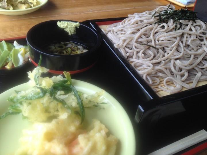 げんたんの蕎麦大盛りと天ぷら
