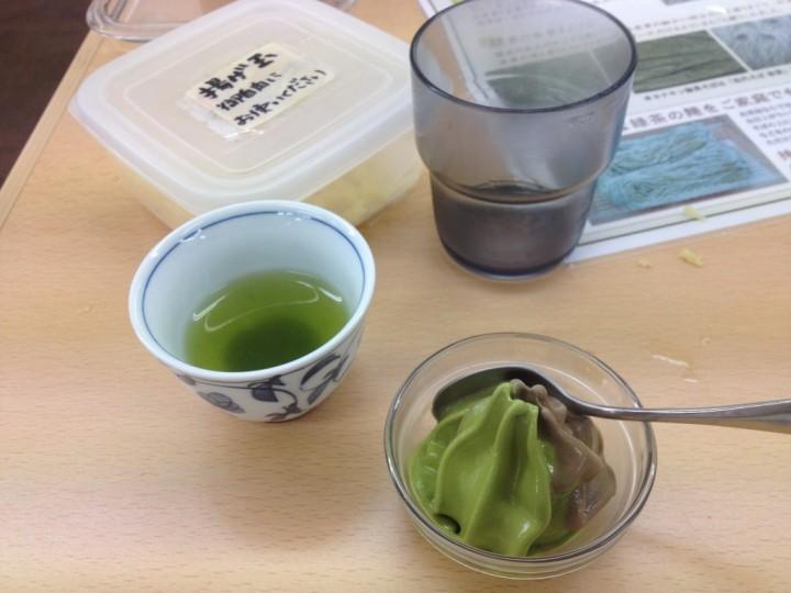 天かす、抹茶チョコソフトクリーム、緑茶、水