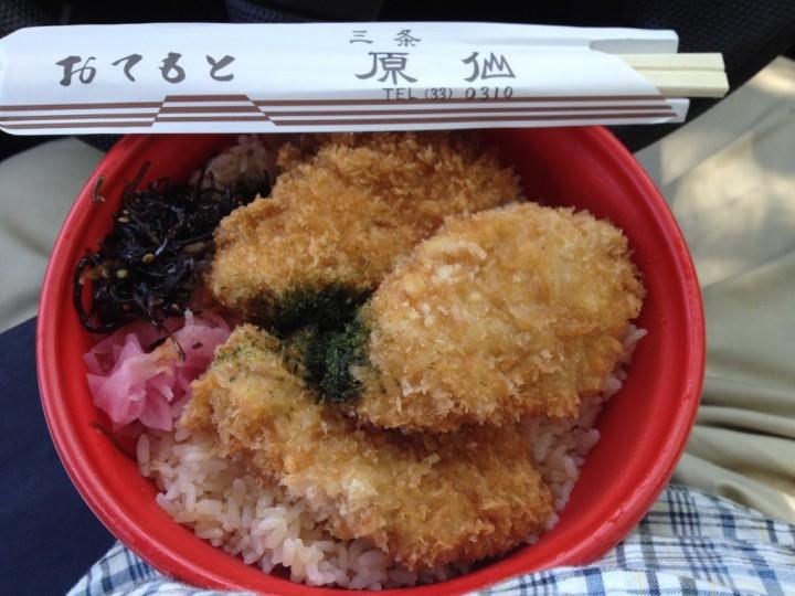 原仙のかつ丼(ヒレカツ3枚、大根桜漬けと昆布佃煮添え)