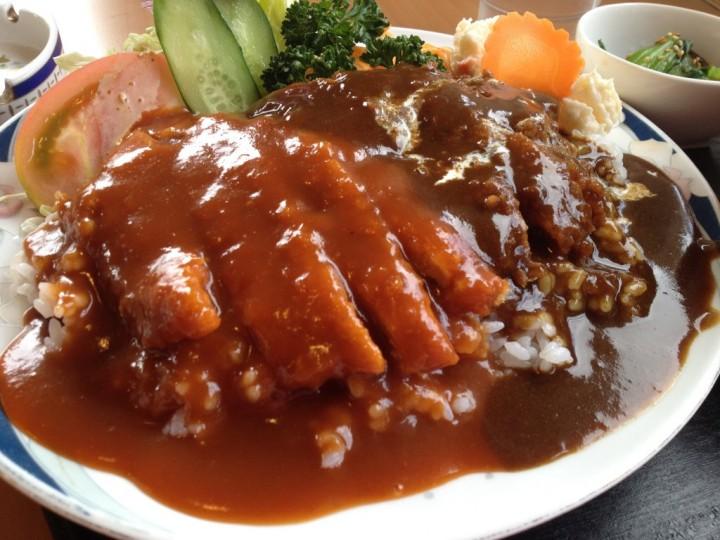 Wカツ丼の皿のアップ