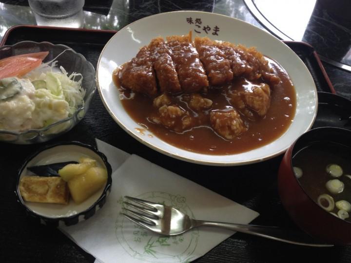 こやまの洋風カツ丼大盛り(サラダ、漬物、味噌汁付き)
