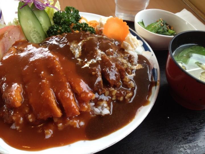 レストハウス旅路のWカツ丼大盛り(味噌汁、小鉢付き)