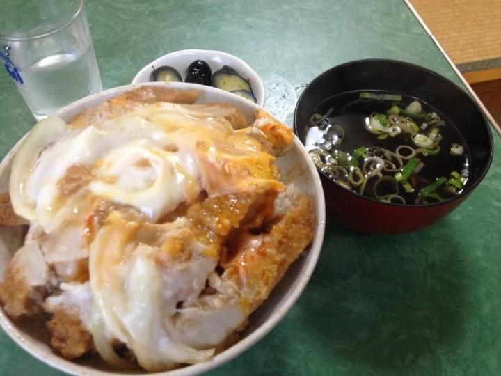 北京食堂のカツ丼(スープ、漬物付き)