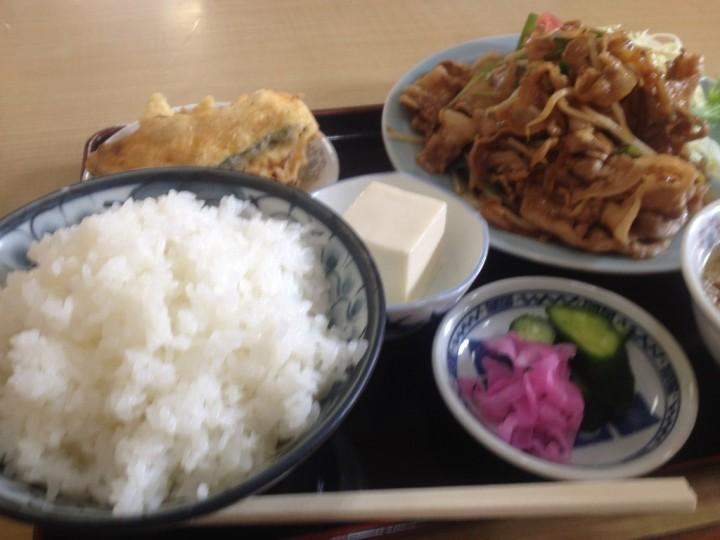 丸竹食堂の焼肉定食(焼肉、ライス、スープ、漬物、天ぷら、冷奴)