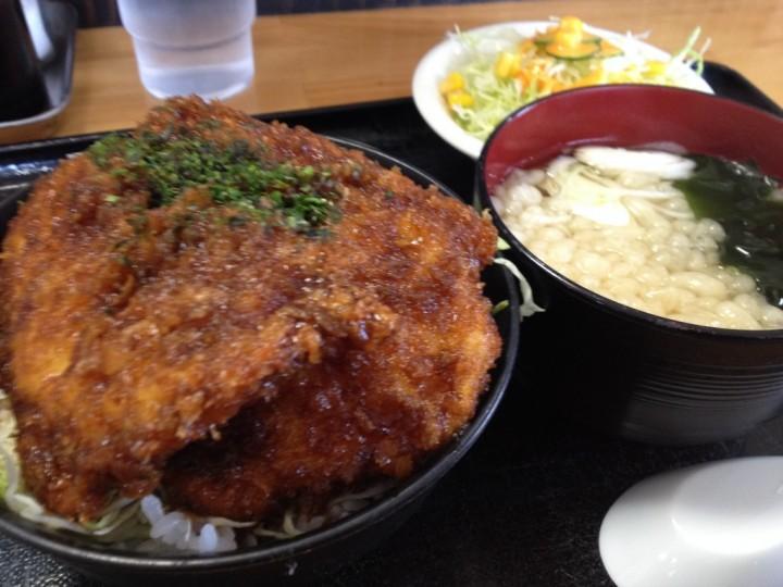 うめこまちのお得定食A(チキンカツ丼、ミニうどん、サラダ)