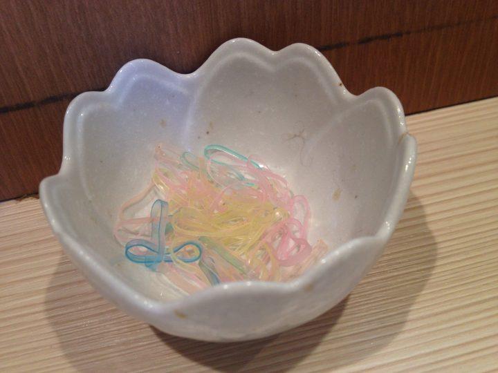 卓上の謎の小鉢