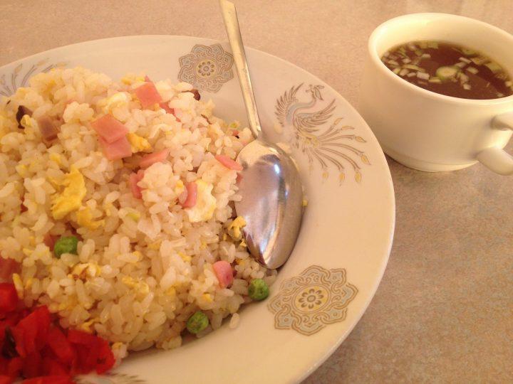 京王のチャーハン大盛り(福神漬添え、スープ付き)