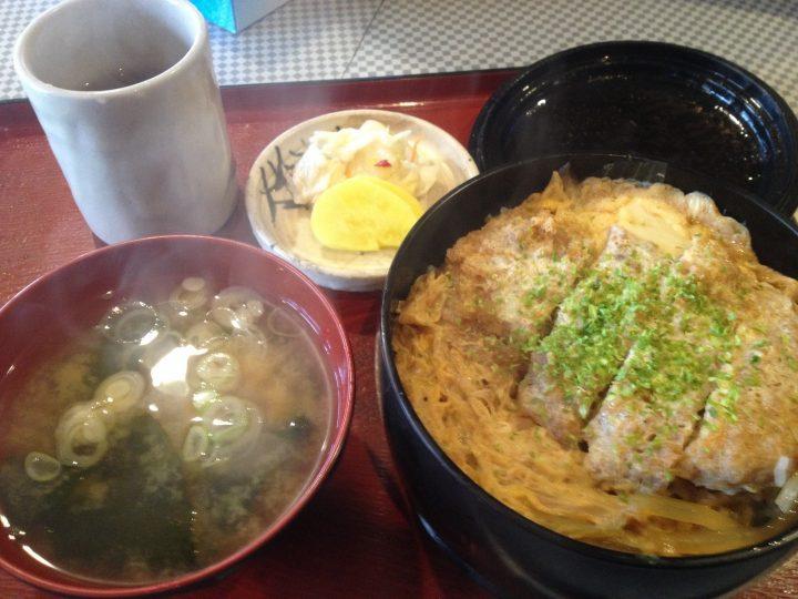 ときわ屋のカツ丼(味噌汁、漬物付き)