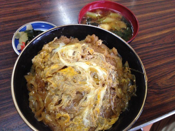 大衆食堂宮川のかつ丼(味噌汁、お新香付き)