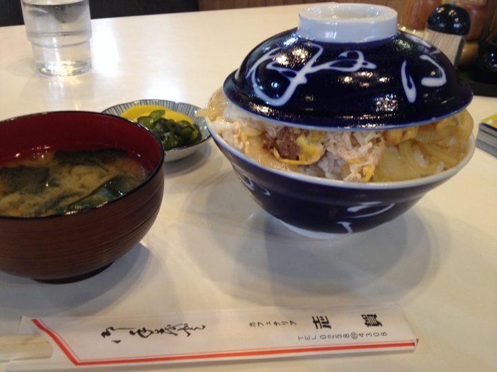 カフェテリア志賀のカツ丼大盛り(味噌汁・お新香付き)