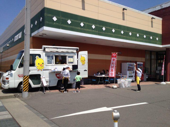 スーパーマルイ店頭・無料試食会のチキンラーメン号(2016年5月)