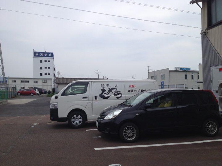 鶏和っ賛の駐車場