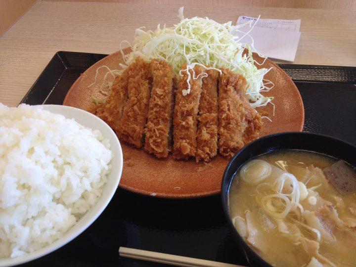 かつや見附店のロースカツ定食(2016年5月)
