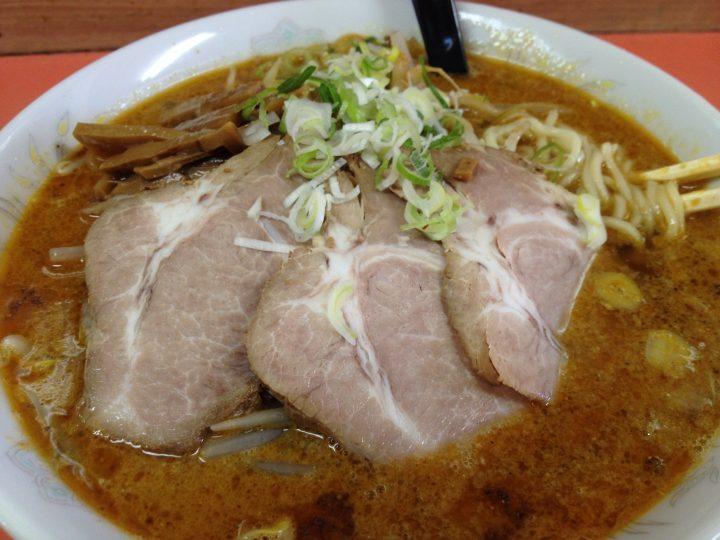 東華飯店の担々麺(大盛りで650円)