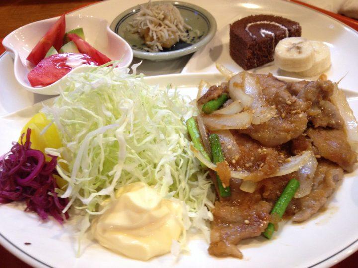 生姜焼き定食・おかずの皿のアップ