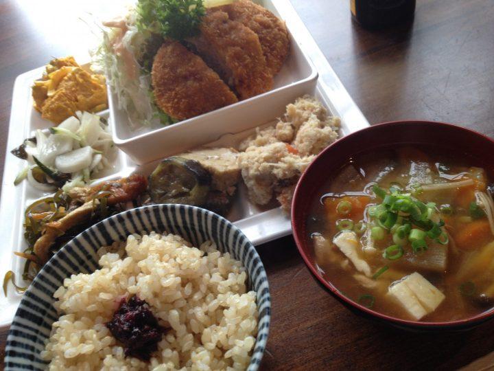 空豆の樹・日替わり定食(メンチカツ)