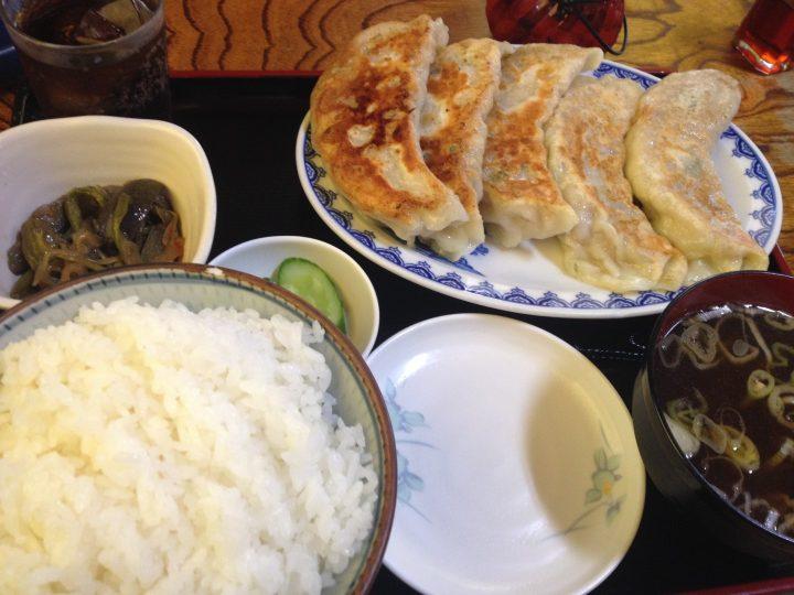 ギョーザ定食(ライス、餃子、スープ、お新香、小鉢、コーラ付き)