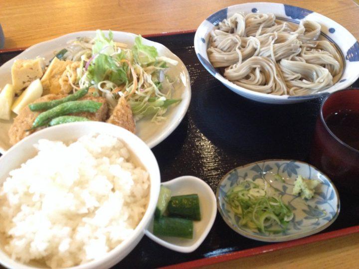 田か乃の日替り定食(小千谷そば、メンチカツ、ライス、お新香)