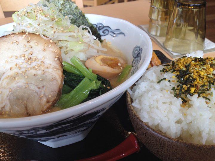 豚骨醤油ラーメン・別アングル