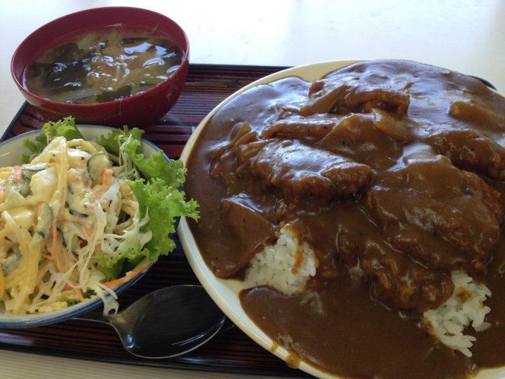 巻総合庁舎食堂のカツカレー(大盛り)
