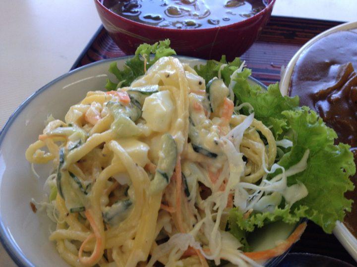 サラダの皿アップ