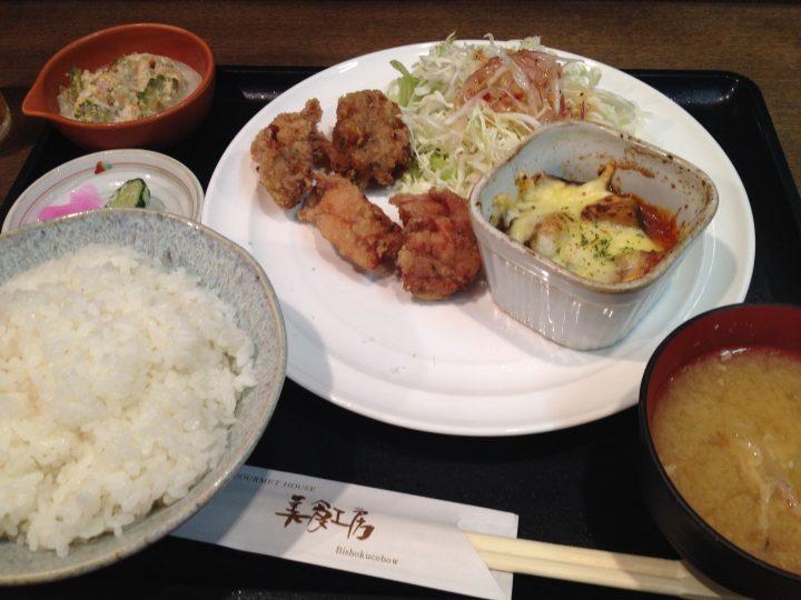 美食工房の日替わりランチ(鶏唐揚げと茄子グラタン)