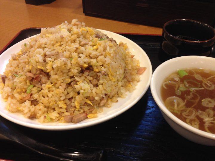 盛来軒駅前店のチャーハン大盛り(スープ付き)