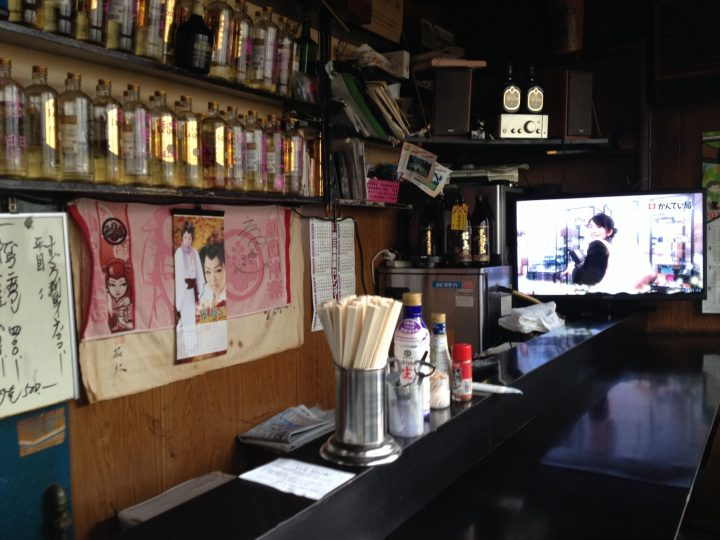 宮川食堂のカウンター席