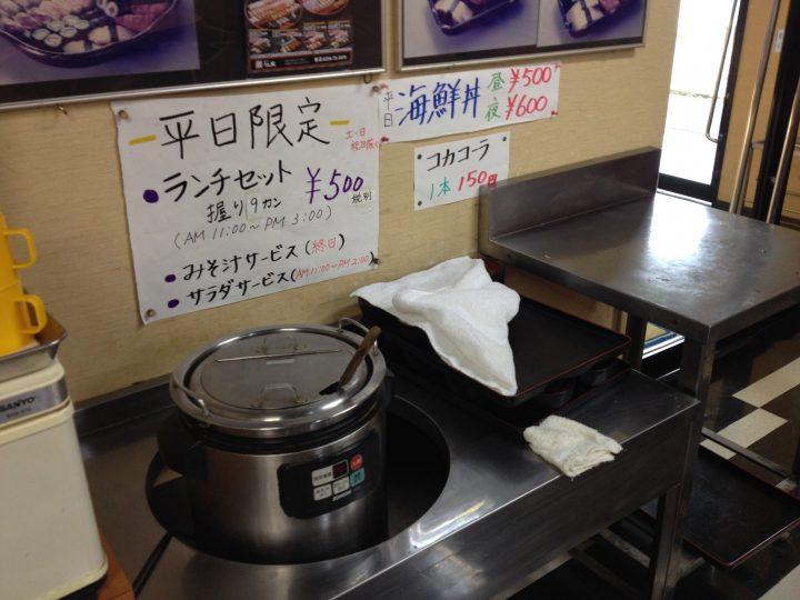終日無料の味噌汁はセルフサービス